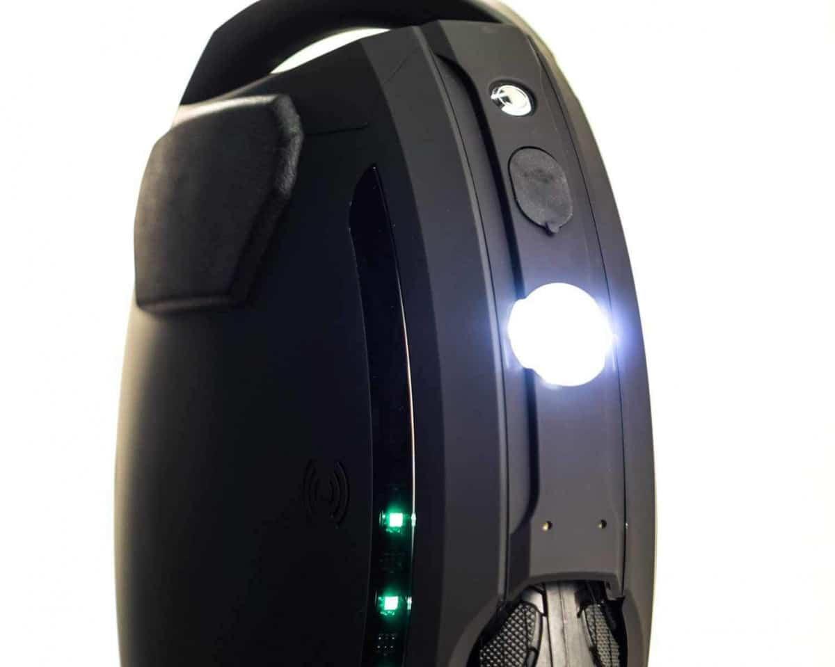 gyroroue kingsong ks 18L noir phare avant e8a20a9e dec1 41c3 8123 19825c35626a 2048x2048
