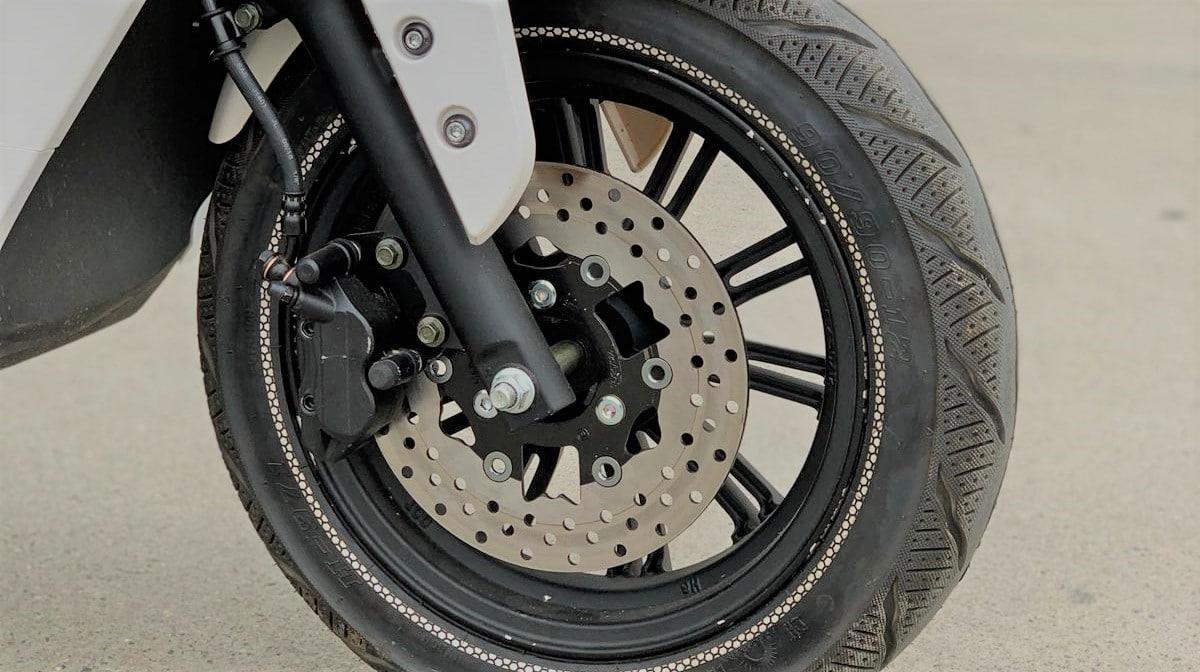 freins-hydrauliques-ventiles-lve-s5-scooter-electrique-premium