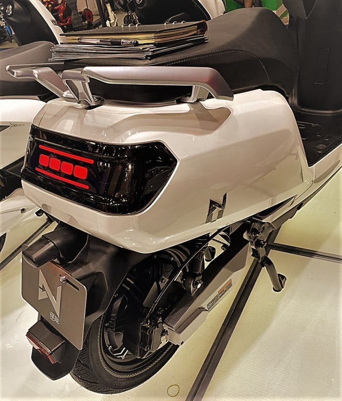 lve-s5-scooter-electrique-phare-arriere