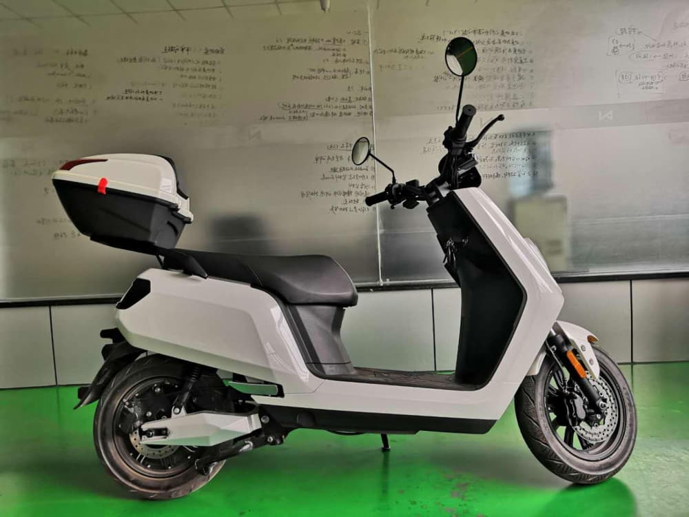 lve-s5-with-top-case-electric-scooter