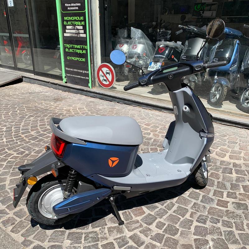 yadea-c-line-scooter-electrique-1