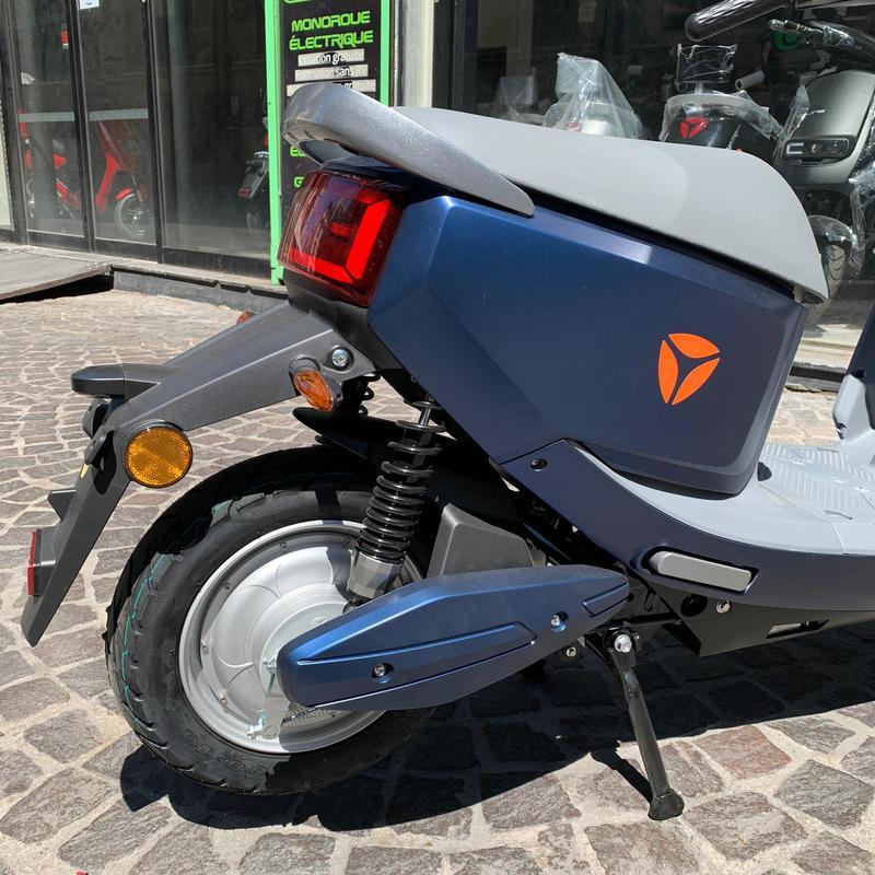 yadea-c-line-scooter-electrique-2
