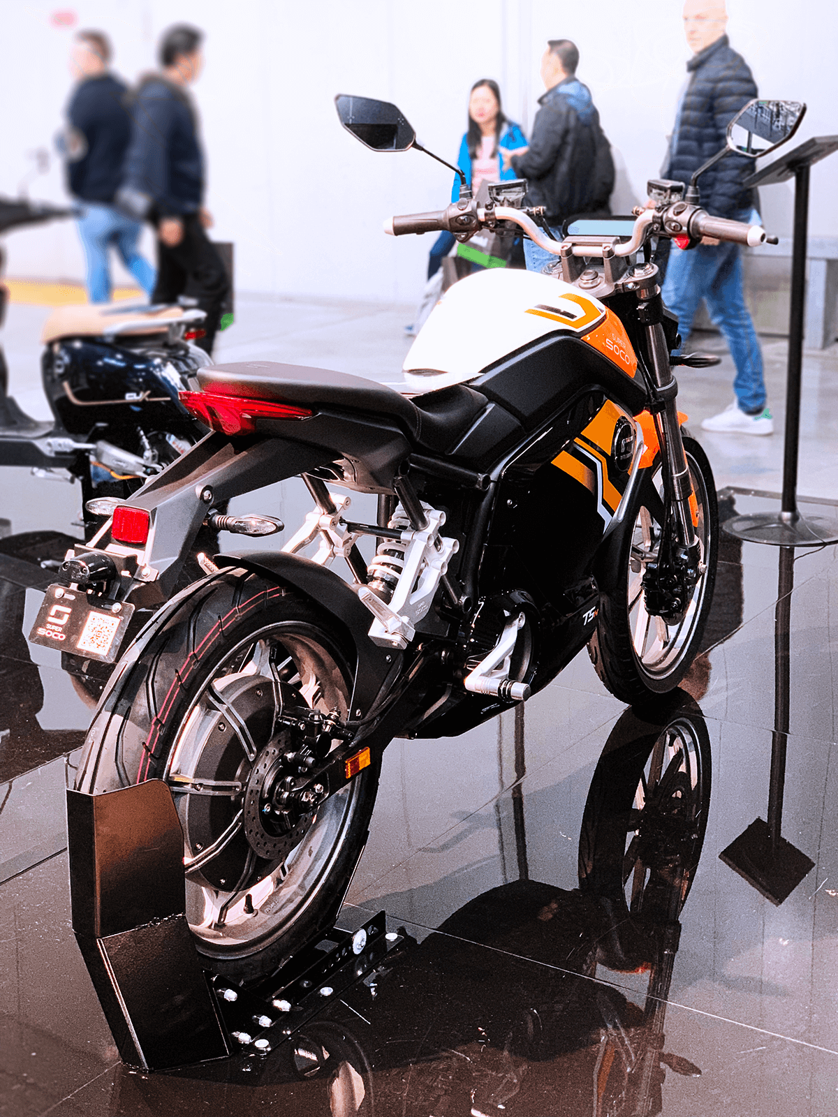 super-soco-tsx-orange-EICMA-back-scene