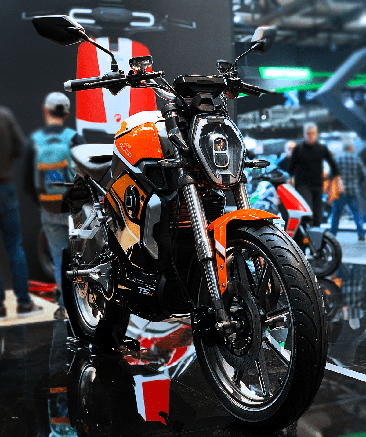 super-soco-tsx-orange-EICMA-front-scene